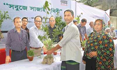 Editor of the daily Kaler Kantho Imdadul Haq Milon distributes saplings at a programme organised under 'Sabuje Sajai Prithibi', a tree-planting programme, in Bashundhara Cement Mill area at Madanganj in Narayanganj on Thursday. Bashundhara Group, country's leading business conglomerate, launched 'Sabuje Sajai Prithibi' in Banchharampur Upazila of Brahmanbaria on September 3 with the motto of greening the earth.