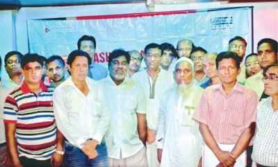Participants pose for photo at the Bashundhara Cement Technical Seminar held in Gazipur on Saturday.