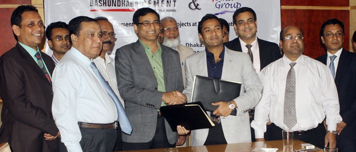 Sayem-Sobhan-Anvir-the-Managing-Director-of-Bashundhara-Group-and-Toma-Group-signed-the-agreement_1
