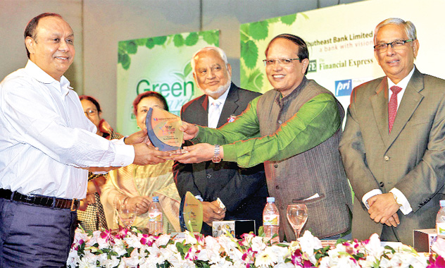 Bashundhara-Group-Chairman-Ahmed-Akbar-Sobhan-receives-Star-Client-Award