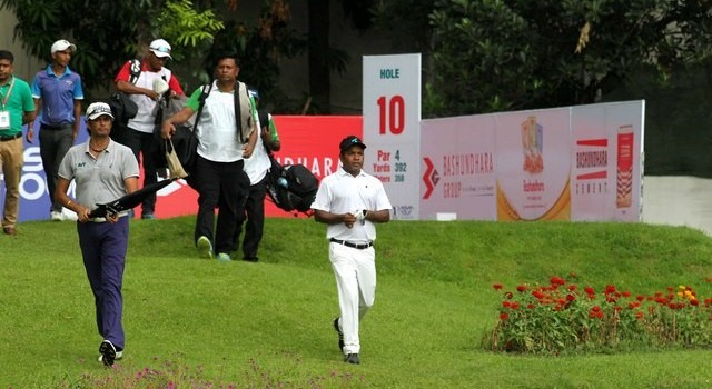 Siddikur Rahman, the country's golf ace teed off at 7.30 am and finished 10 holes so far at the Bashundhara Bangladesh Open 2015. Thaworn Wiratchant from Thailand and DIgvijay Singh from India are the other competitors in his group