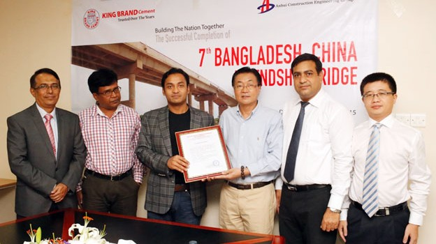 Sayem Sobhan Anvir, Managing Director of Bashundhara Group, receives a Recognition Letter from Yu Huajin, General Manager of Anhui Construction and Engineering Group, at a ceremony in the city on Thursday