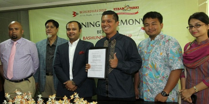 Bashundhara Group, a leading industrial conglomerate in the country, has signed a deal with Baba Rafi Group to open famous Indonesian Turkey Kebab in Dhaka.