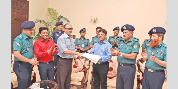 Bashundhara Group Chairman Ahmed Akbar Sobhan hands over the documents of two and a half bighas of land to Inspector General of Police (IGP) AKM Shahidul Hoque on Wednesday to establish a new police station in the capital's Bashundhara area.